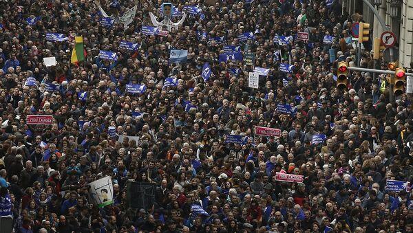 Marcha en Barcelona a favor de los refugiados - Sputnik Mundo