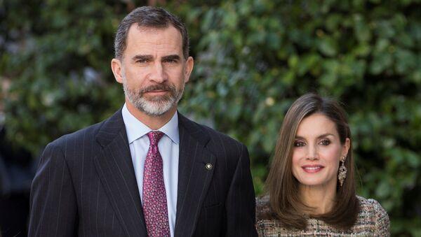 Spain's King Felipe (L) and Queen Letizia arrive at Thyssen-Bornenisza museum in Madrid, Spain, February 17, 2017 - Sputnik Mundo