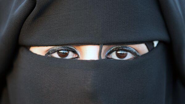 Mujer con hiyab - Sputnik Mundo