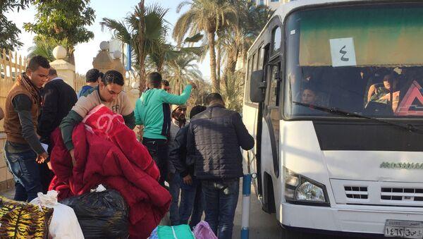 Familias cristianas del Sinaí del Norte huyen de los terroristas - Sputnik Mundo