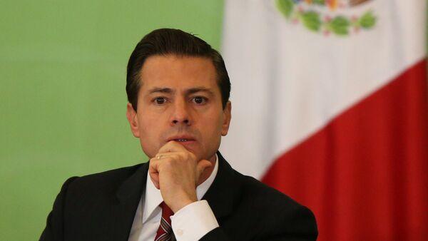 Mexico's President Enrique Pena Nieto looks on - Sputnik Mundo