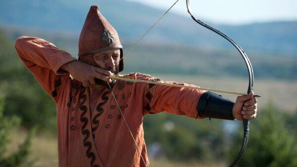 Reconstrucción de un guerrero escita en el marco del festival 'Nómadas Scolotes' en Crimea, 10 de septiembre de 2016 - Sputnik Mundo