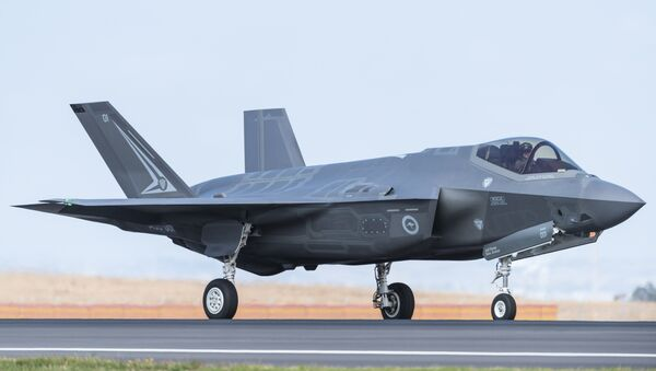 A Royal Australian Air Force F-35 aircraft taxis during the Australian International Airshow at Avalon airport on March 3, 2017 - Sputnik Mundo