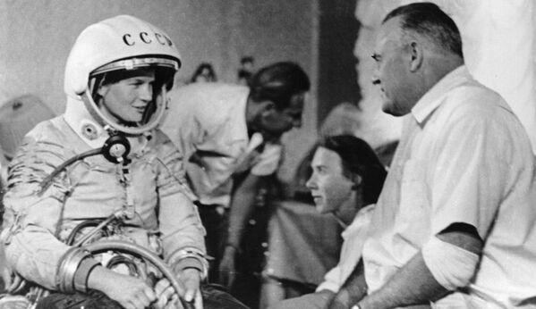 Valentina Tereshkova, la primera mujer en el espacio - Sputnik Mundo