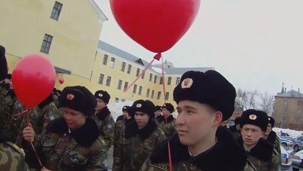 La inusual felicitación de la Policía rusa a las mujeres en su día - Sputnik Mundo
