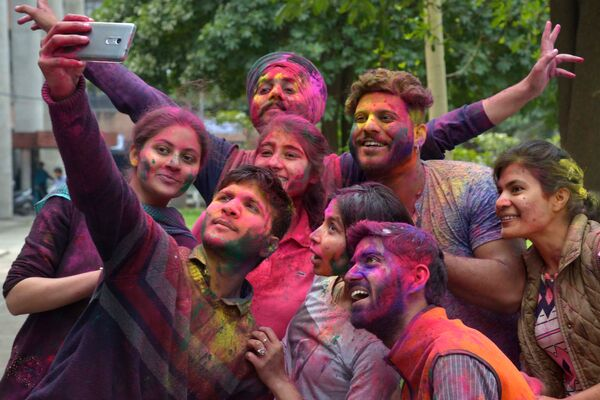 Holi, los espectaculares colores del festival hinduista de primavera - Sputnik Mundo