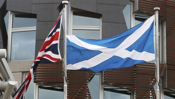 Banderas de Reino Unido e Escocia - Sputnik Mundo