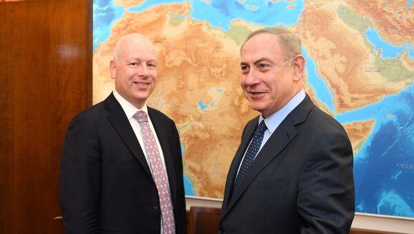 Enviado del presidente Donald Trump, Jason Greenblatt, y primer ministro israelí, Benjamín Netanyahu - Sputnik Mundo