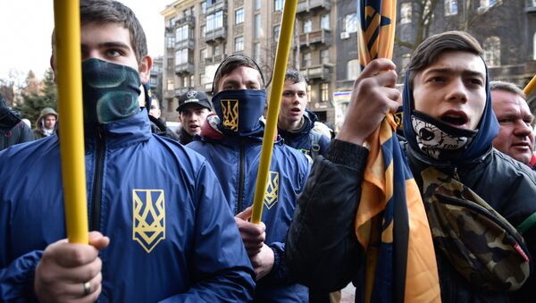 Los radicales ucranianos en Kiev (archivo) - Sputnik Mundo
