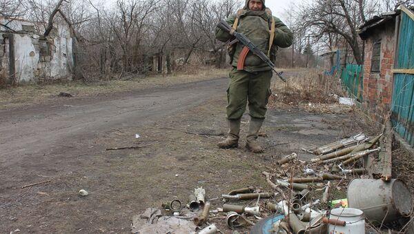 Un miliciano en Donbás - Sputnik Mundo