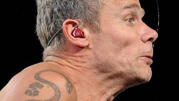 La saliva de un músico de rock - Sputnik Mundo