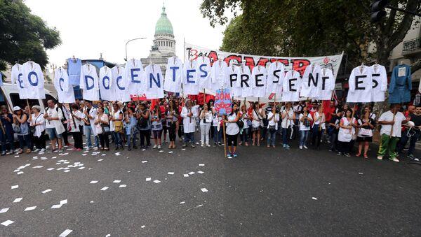 Protesta de maestros argentinos en Buenos Aires - Sputnik Mundo