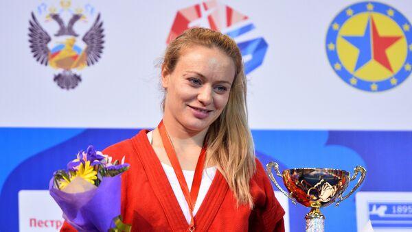 Margarita Gurtsieva al ganar una medalla de oro en el Campeonato de Sambo de Europa en Kazán - Sputnik Mundo