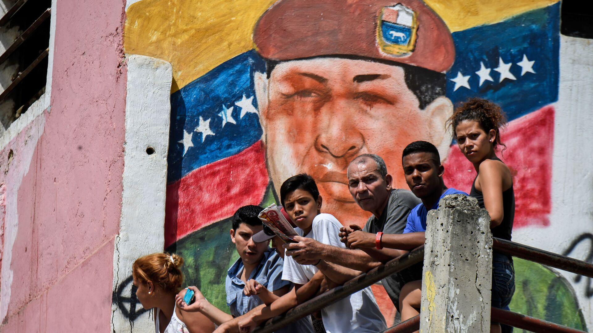 Граффити с изображением бывшего президента Венесуэла Уго Чавеса в Каракасе  - Sputnik Mundo, 1920, 18.09.2021