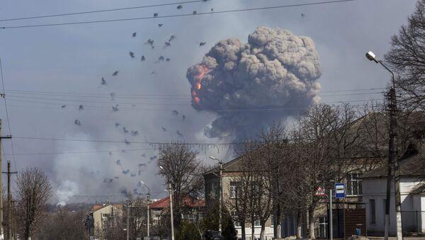 El área del incendio que se desató en un almacén del Ejército ucraniano ubicado en la provincia de Járkov - Sputnik Mundo
