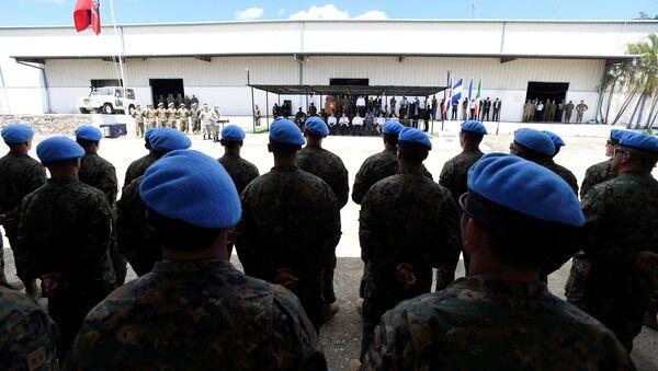 Michelle Bachelet visita a las tropas de Chile en Haití - Sputnik Mundo