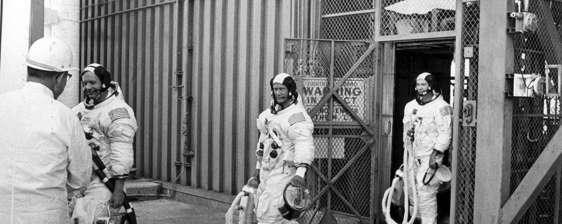 La tripulación de la misión espacial Apolo 11. De izquierda a derecha: Neil Armstrong, Buzz Aldrin y Michael Collins - Sputnik Mundo, 1920, 30.07.2021