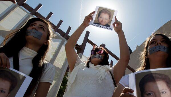 Protesta de periodistas por el asesinato de Miroslava Breach - Sputnik Mundo