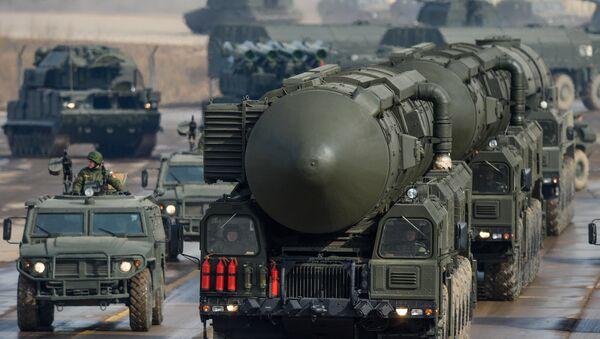 Equipos de lanzamiento de misiles balísticos intercontinentales Tópol-M - Sputnik Mundo