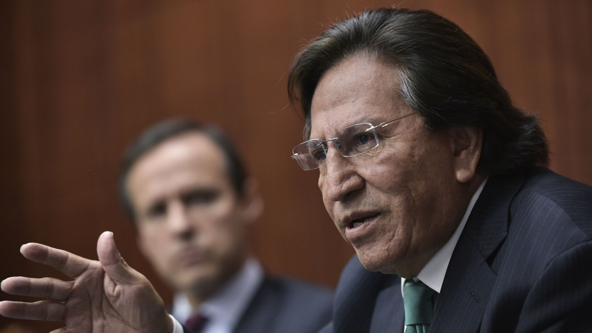 Former President of Peru Alejandro Toledo (R) speaks, watched by former President of Bolivia Jorge Quiroga (L), during a discussion on Venezuela and the OAS at The Center for Strategic and International Studies (CSIS) on June 17, 2016 in Washington, DC.  - Sputnik Mundo, 1920, 29.09.2021