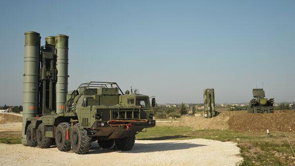 Los sistemas de misiles antiaéreos S-400 en Siria - Sputnik Mundo
