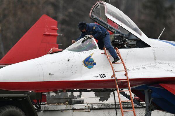 Las Fuerzas Aéreas rusas se preparan para el desfile del Día de la Victoria - Sputnik Mundo
