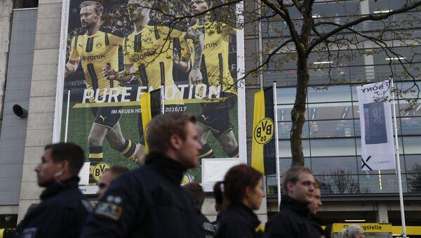 La Policía arriba al lugar de la explosión cerca del autobús del Borussia - Sputnik Mundo