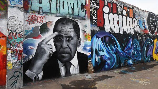 Un grafiti con el retrato de Serguéi Lavrov, canciller ruso - Sputnik Mundo