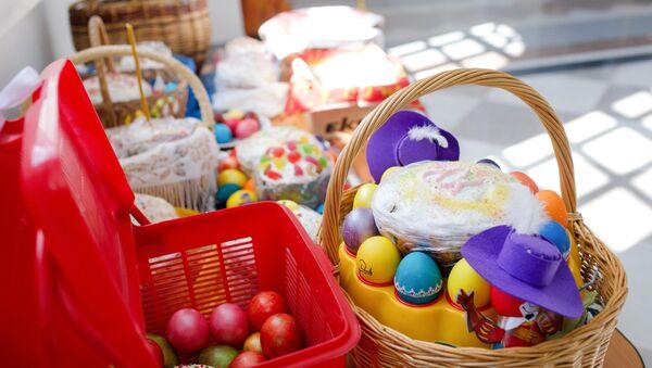 Освящение пасхальных куличей и яиц в Великую субботу - Sputnik Mundo
