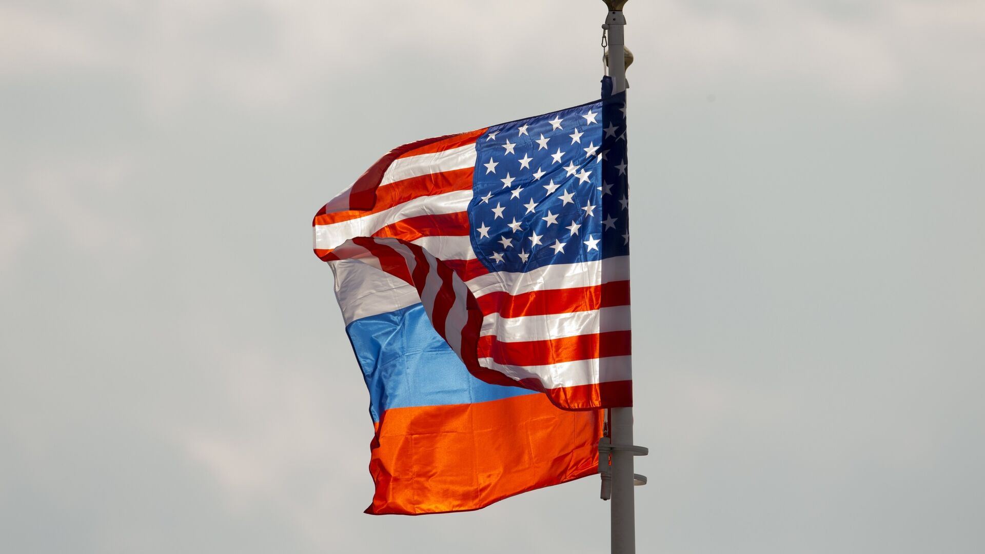Banderas de Rusia y EEUU (archivo) - Sputnik Mundo, 1920, 17.03.2021