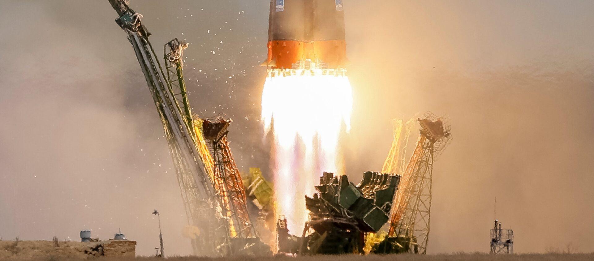 La nave rusa Soyuz MS-04 con dos tripulantes a bordo partiendo rumbo a la EEI - Sputnik Mundo, 1920, 10.02.2021
