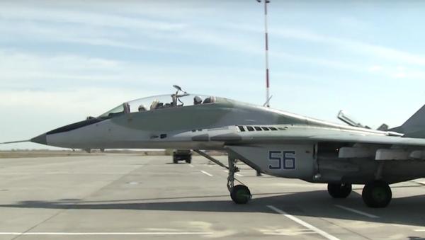 Un caza МиГ-29СМТ en un aeródromo ruso en Astracán - Sputnik Mundo