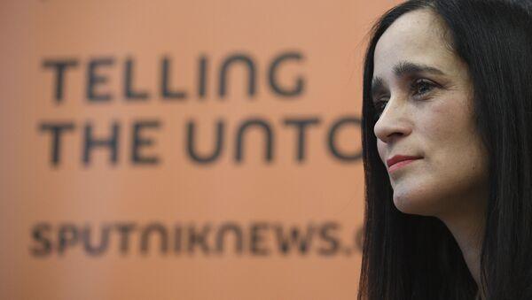 Julieta Venegas durante la entrevista con Sputnik - Sputnik Mundo
