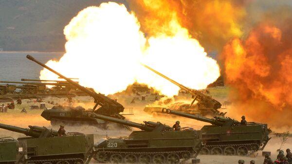 La artillería de Corea del Norte durante los ejercicios de tiro celebrados con motivo del 85 aniversario de sus FFAA - Sputnik Mundo