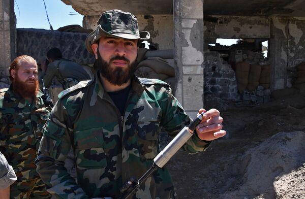 El arriesgado combate del Ejército sirio por la sitiada ciudad de Deir Ezzor - Sputnik Mundo