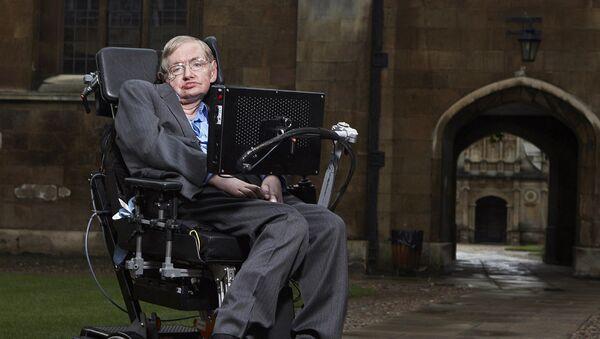Stephen Hawking, reconocido físico y divulgador científico británico - Sputnik Mundo