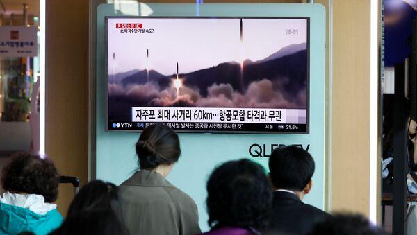 Lanzamiento de misiles de Corea del Norte - Sputnik Mundo