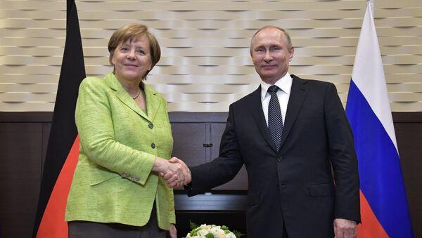 Angela Merkel, canciller de Alemania, y Vladímir Putin, presidente de Rusia - Sputnik Mundo