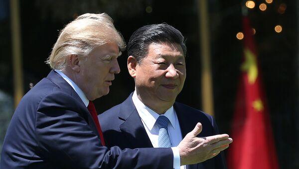 Donald Trump, mandatario de EEUU, y Xi Jinping, presidente de China - Sputnik Mundo
