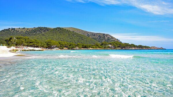 Una playa en las Islas Baleares - Sputnik Mundo