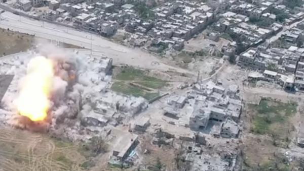 Un aparato de desminado aniquila las posiciones de los terroristas en Siria - Sputnik Mundo