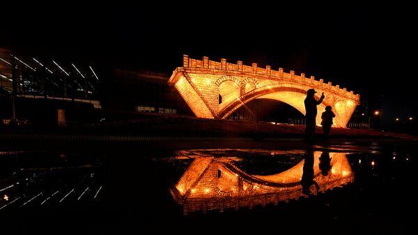 Instalación Puente de Oro en la Ruta de la Seda en Pekín - Sputnik Mundo