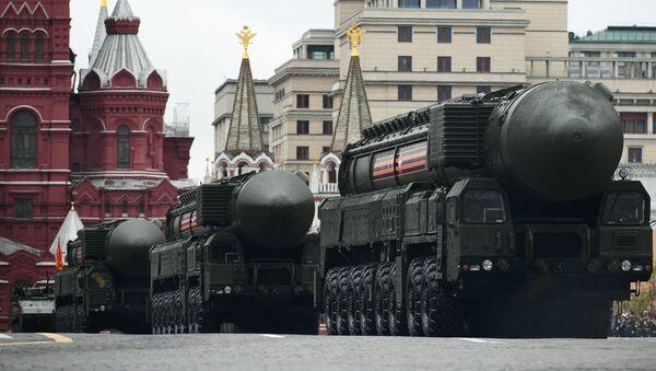 El complejo de misiles Yars en el desfile militar en la Plaza Roja de Moscú, Rusia - Sputnik Mundo