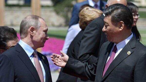Vladímir Putin, presidente de Rusia, y Xi Jimpin, presidente de China - Sputnik Mundo