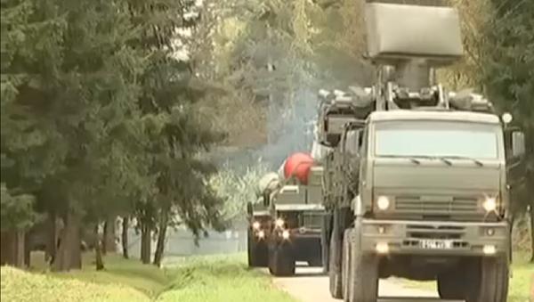 Militares rusos repelen un 'ataque' contra un escuadrón de S-400 - Sputnik Mundo