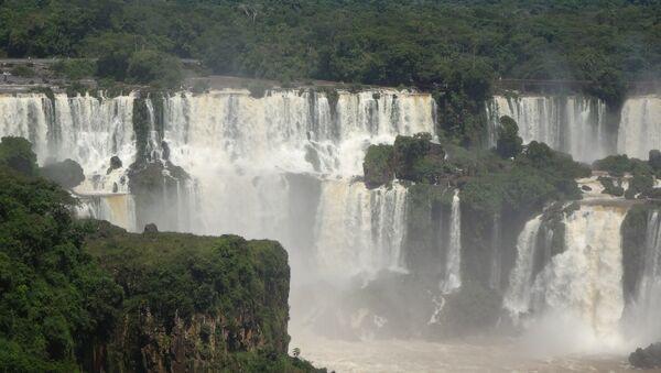 Las cataratas del Iguazú, parte del acuífero Guaraní - Sputnik Mundo
