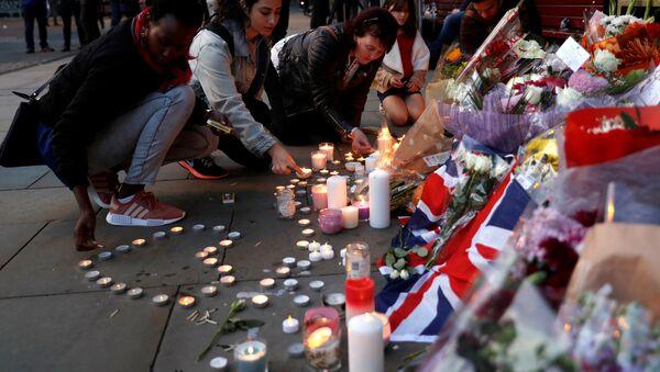 Homenaje a las víctimas del atentado en Mánchester - Sputnik Mundo