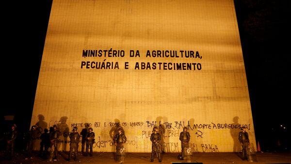 Soldados brasileños protegen el Ministerio de Agricultura - Sputnik Mundo