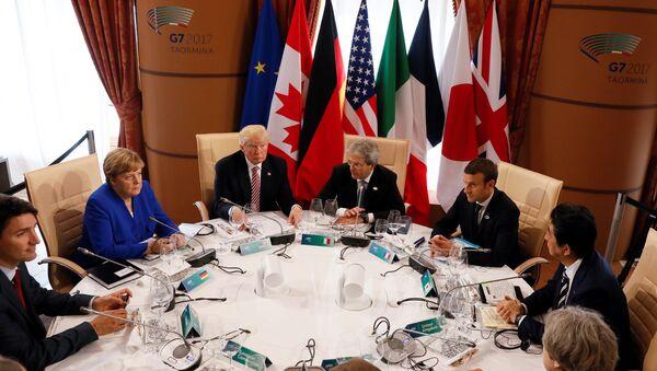 Los líderes del G7 durante la cumbre en Italia (Archivo) - Sputnik Mundo