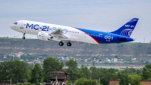El primer vuelo del nuevo avión de pasajeros ruso, MC-21 - Sputnik Mundo